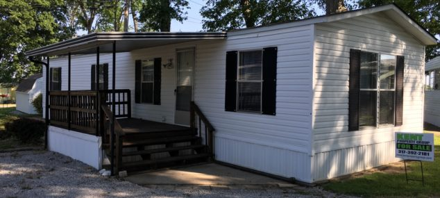 3086 E. Woodland Village   1999 Clayton 16×64 2 bedroom, 1 bath, front kitchen, large covered deck, mini-barn, newer roof, central air, gas heat, new paint and vinyl in kitchen, stove, refrigerator, washer and dryer included Lot rent is only $200/month! $15,900 with $2,000 down $250/month @ 15% for approx. 96 months