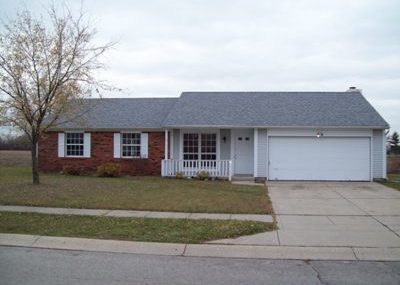 206 Fountain Lake Dr. S. Beautiful-3 Bedroom, 2 bath, appliances included, 2 car attached garage, central heat and air, tenant pays utilities. No pets.  $1100 rent/$1100 deposit.